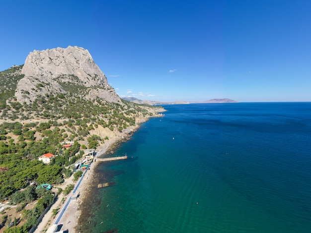Fotografia aérea do mar negro. tempo ensolarado.