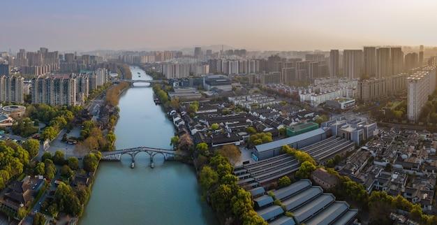 Fotografia aérea dos edifícios antigos da ponte gongchen em hangzhou