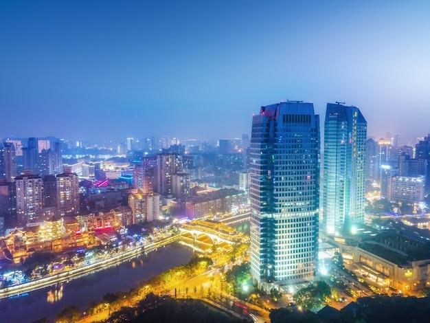 Fotografia aérea sichuan chengdu cidade arquitetura paisagem horizonte visão noturna