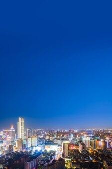 Fotografia aérea visão noturna da paisagem arquitetônica da cidade de yancheng na china