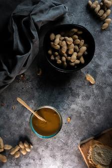 Fotografia da manteiga de amendoim caseira
