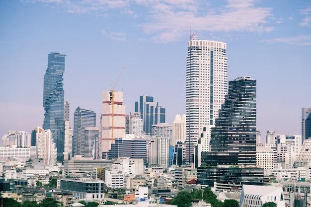 Fotografia da vista superior da cidade e dos edifícios - conceito de construção civil