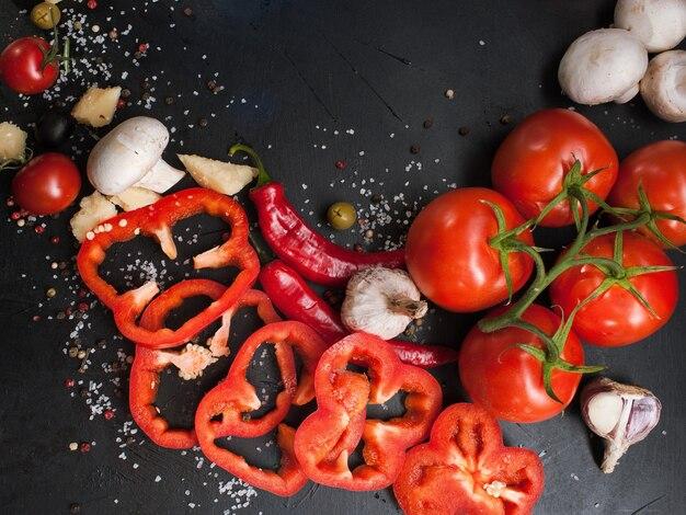 Fotografia de alimentos. fundo de mistura de especiarias de variedade de vegetais orgânicos. conceito de estilo de vida vegetariano saudável
