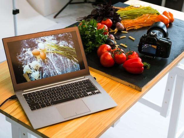 Fotografia de alimentos, publicidade, laptop, fotos, conceito de tecnologia de comércio eletrônico