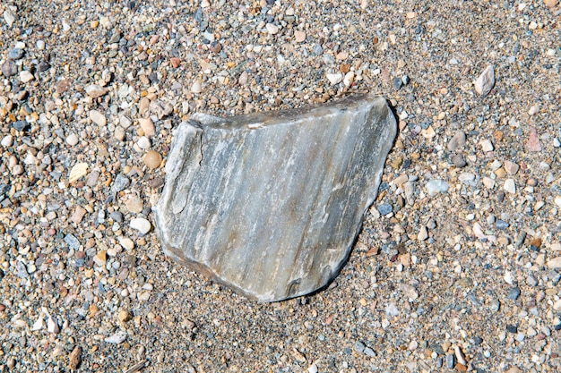 Fotografia de areia e pedras tirada de perto, o que dá um excelente fundo ou textura