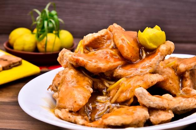 Fotografia de comida picante de frango