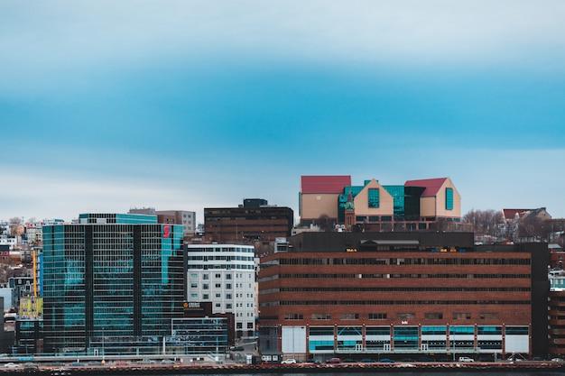 Fotografia de paisagem de edifícios