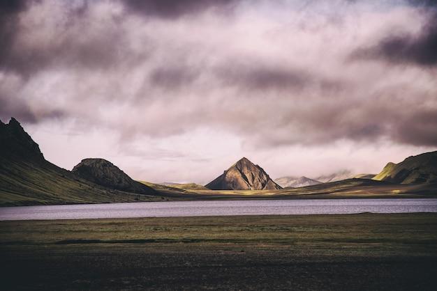 Fotografia de paisagem de montanha