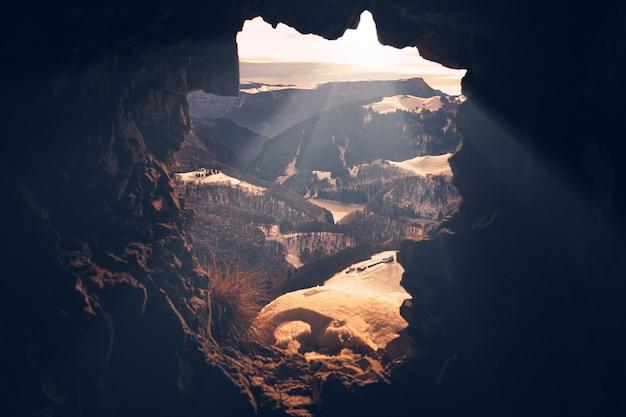 Fotografia de paisagem de montanhas