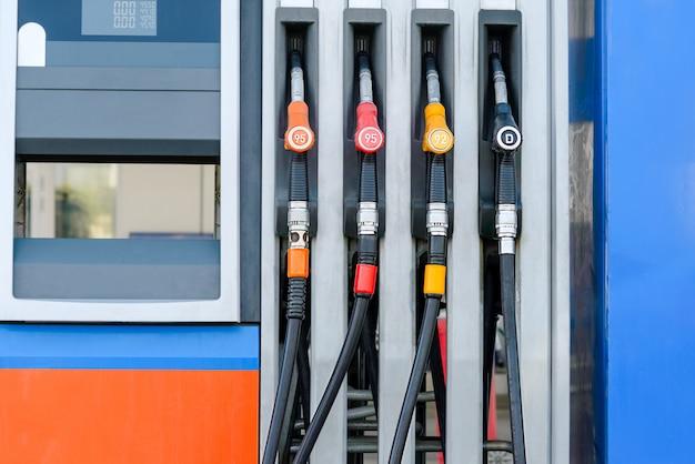 Fotografia de uma estação de combustível
