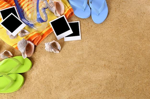 Fotografias sobre uma toalha de praia