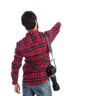Fotógrafo apontando para trás