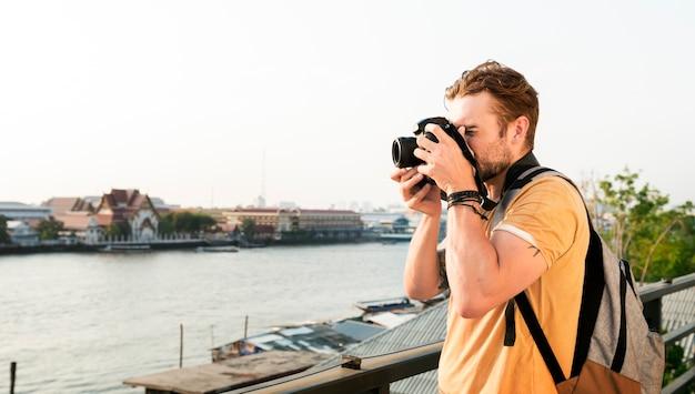 Fotógrafo caucasiano