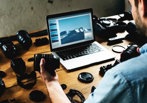 Fotógrafo com equipamento de câmera