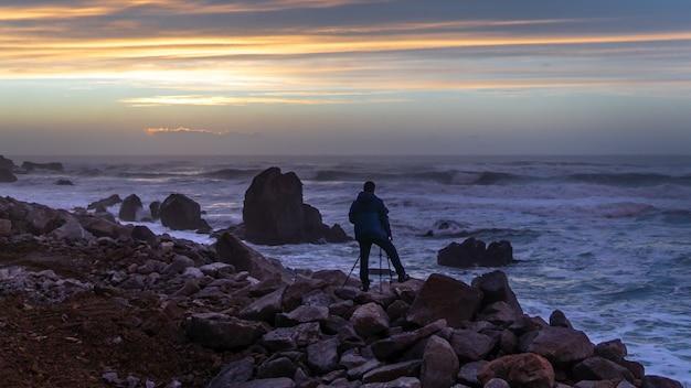 Fotógrafo com vista para o mar
