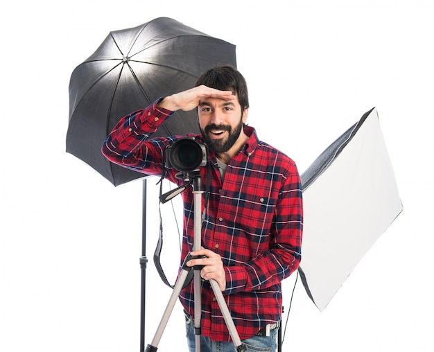 Fotógrafo mostrando algo