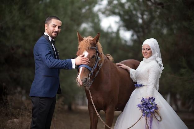 Fotos de casamento de noivos jovens muçulmanos