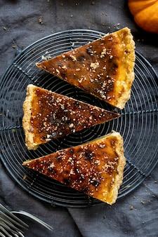 Fotos de comida com fatias de torta de abóbora caseira