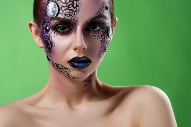 Fotos de estúdio de modelo de maquiagem artística