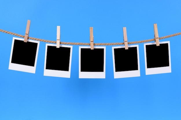 Fotos do polaroid em uma corda