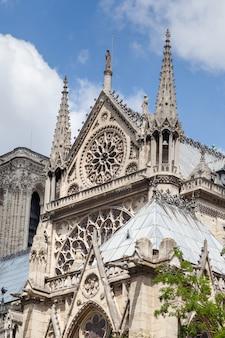 Fragmento da fachada sul da catedral de notre dame de paris
