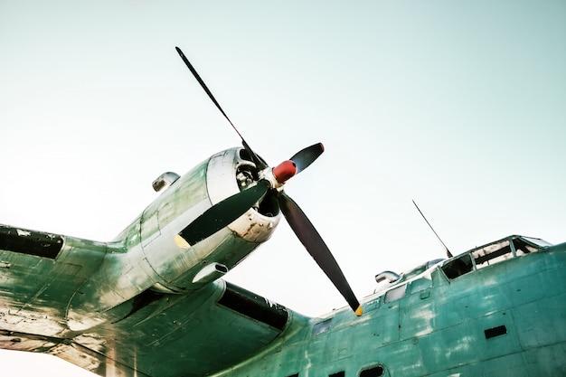 Fragmento de avião velho