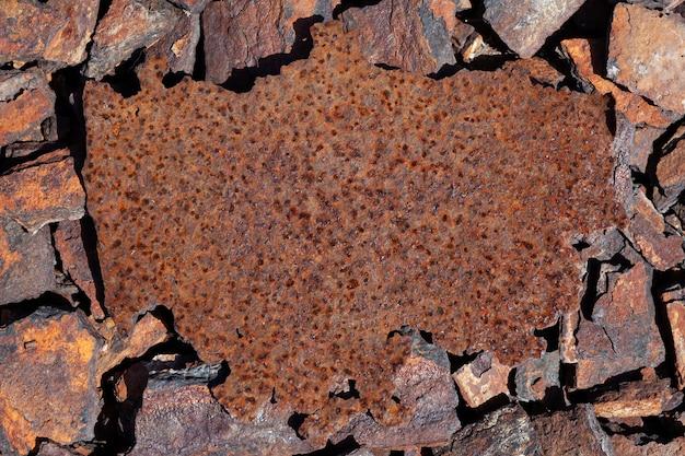 Fragmento de chapa de ferro enferrujada como elemento de design para escrever seu texto