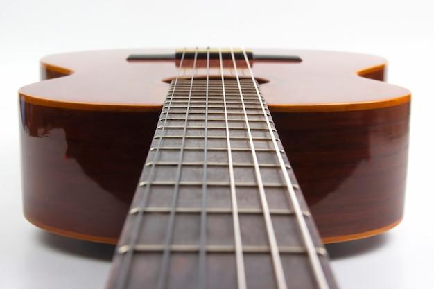 Fragmento de closeup de guitarra clássica. instrumento musical