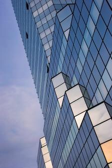 Fragmento de um arranha-céu de vidro