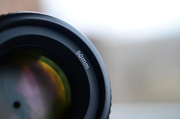 Fragmento de uma lente de retrato para uma câmera slr moderna.