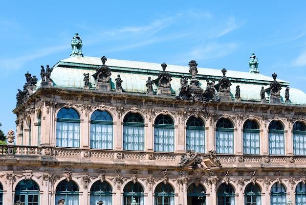 Fragmento do palácio zwinger (hoje é um complexo de museus) em dresden, alemanha. construir de 1710 a 1728. arquiteto matthaus daniel poppelmann.