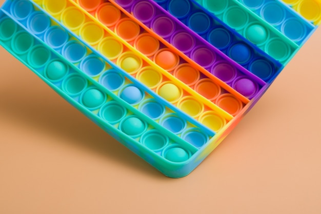 Fragmento flutuante arco-íris de silicone mãos brinquedo anti-stress pop-lo na cor de fundo