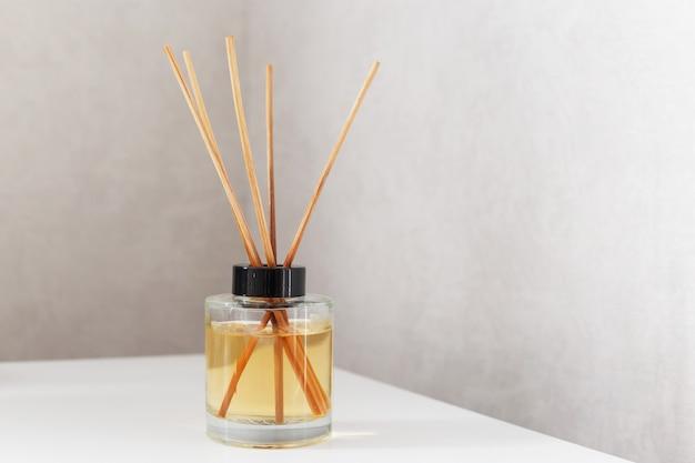 Fragrância caseira com varas de bambu