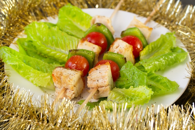 Frango com legumes e alface