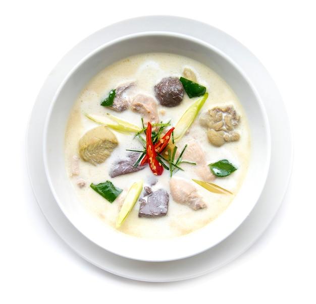 Frango com sopa de leite de coco