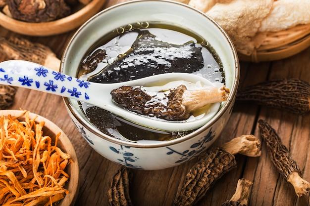 Frango estufado, cozinha chinesa