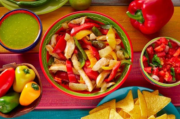 Frango fajitas guacamole mexicano pico gallo chili