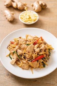 Frango frito com gengibre - comida asiática