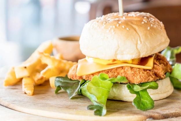 Frango frito com hamburguer de queijo