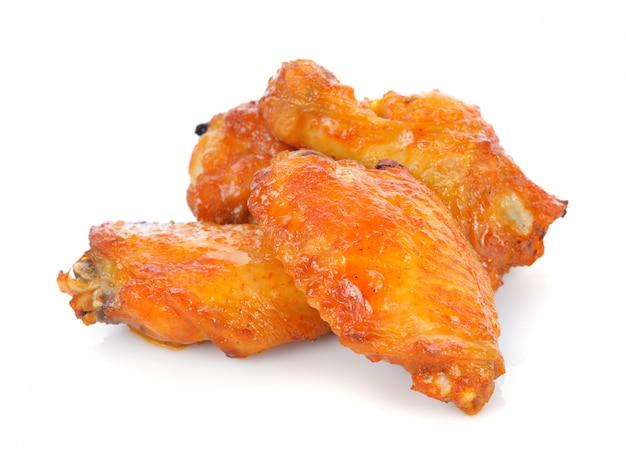 Frango frito isolado no branco