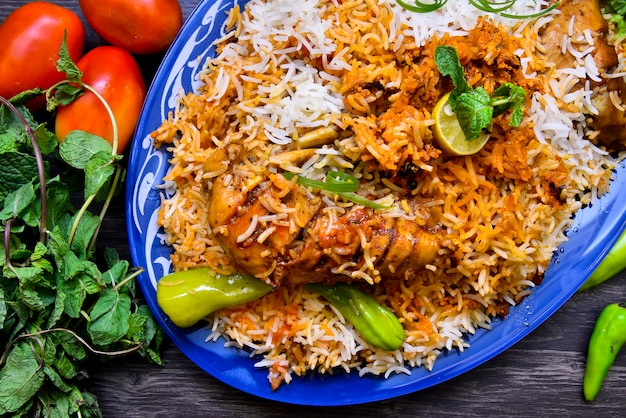 Frango paquistanês biryani