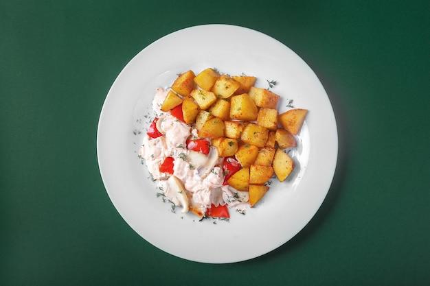 Frango, peru com batatas para o menu