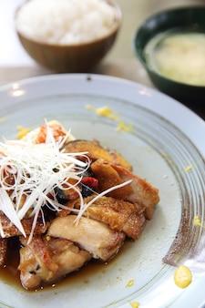 Frango teriyaki com arroz
