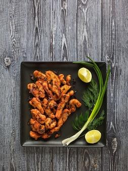 Frango thoran. receita de frango estilo kerala. comida indiana Foto Premium