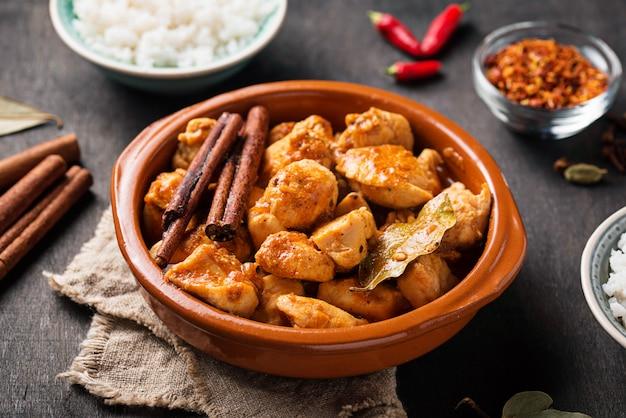 Frango tikka masala. prato indiano tradicional