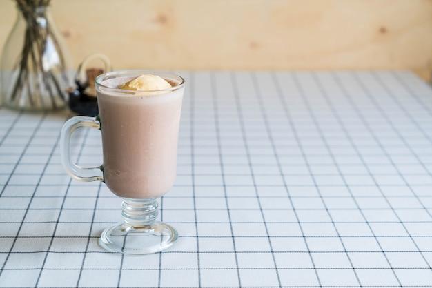Frappe de chocolate com gelado de baunilha