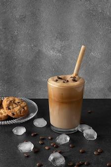 Frappuccino aromático na mesa