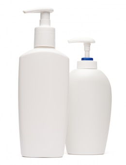 Frasco branco de creme, loção ou sabonete líquido isolado no fundo branco