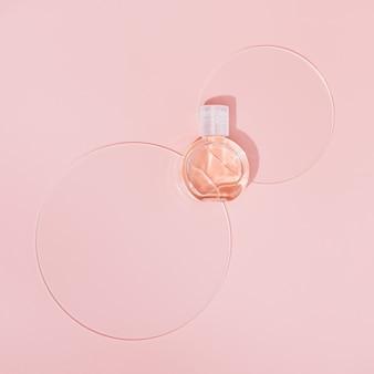 Frasco cosmético pequeno para creme ou gel desenhado com discos circulares. pacote de produtos de beleza