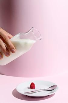 Frasco de alto ângulo com iogurte